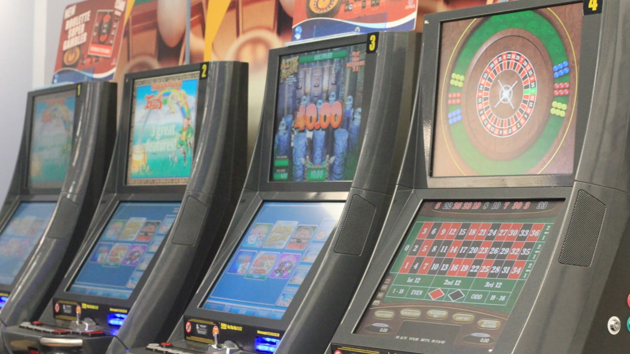 William Hill Claims HMRC Compensation Over FOBT's