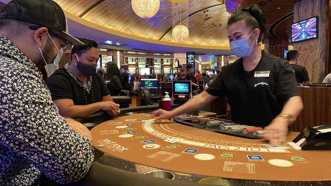Masks Now Required In Nevada Table Players Not Separated By Plexiglass